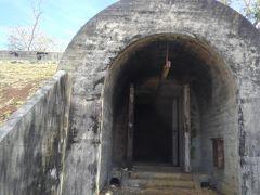 旧日本軍弾薬庫跡/旧日本軍戦車