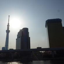 朝日をバックにした東京スカイツリー
