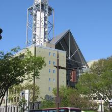 晴天の富山市役所展望塔