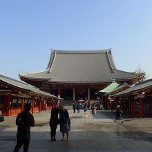 こんなに少ない浅草寺は初めてです