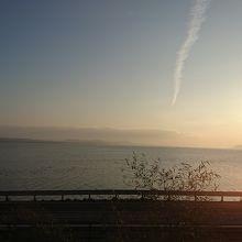 電車の窓から見た宍道湖