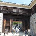 写真:松山城 筒井門