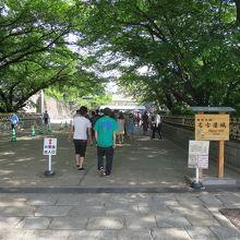 「市役所」駅からは東門が近いものの、正門まで少し歩きました