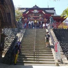 都心からのアクセスもいい山上の神社