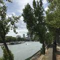 写真:パリのセーヌ河岸