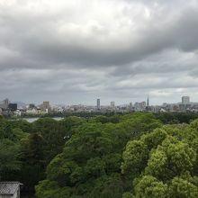 舞鶴公園の真ん中にある天守台跡からの眺め