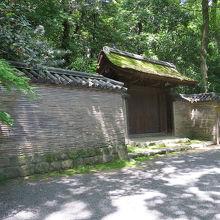 「清雪門」といった故事に基づく建物などに出会います