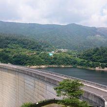 ダムの放流は大迫力です