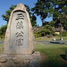 入り口の石碑です。