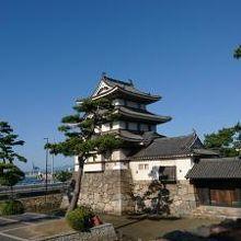 月見櫓、水手御門、渡櫓です。