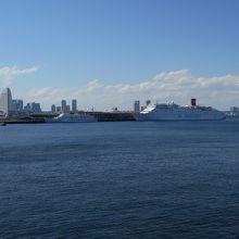 氷川丸から見た大桟橋