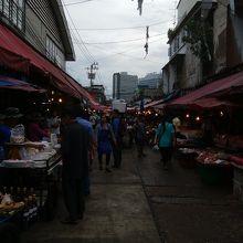 東南アジアの市場の雰囲気満載