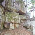 写真:鬼の差し上げ岩