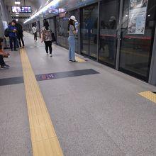 駅までちょっと歩きます。