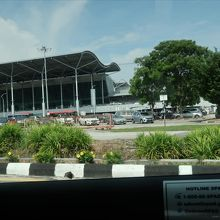 (ペナン)小さな空港 意外にイミグレが混んでました