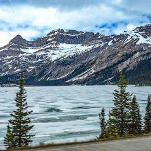 ボウ・レイク湖 やはり 早くて 湖 凍っていました!!