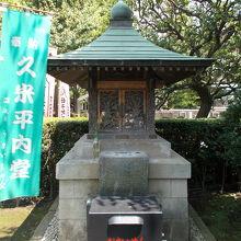 浅草寺の境内にあります。