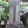 写真:震災避難記念碑