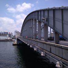 多くの映画などにも登場してきた橋です。