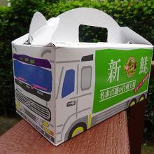 売店で購入した配送車のパッケージのお菓子