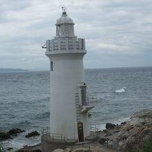 小さな白亜の灯台