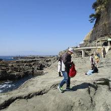 素敵な岩場と海の景色を眺めることができます