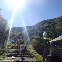 湯殿山神社側から、月山へ登りました