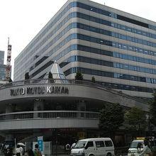 50年前は、15階建てでも高層ビルであったが、現在は埋没。