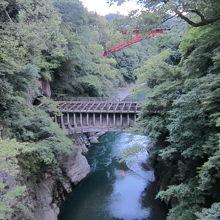 渓谷と橋の景色が綺麗でした。