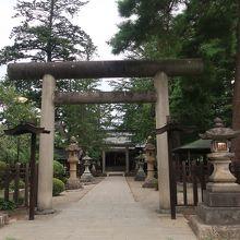 上杉廬山を祀る神社。