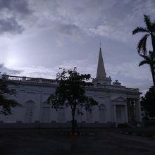 白く美しい教会