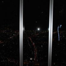 阿倍野ハルカス60階からの夜景