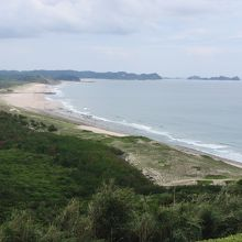 白砂の浜が広がっています