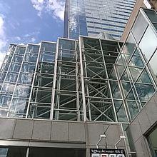 仙台駅の北側に31階建ての建物です