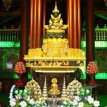 エメラルド仏が本尊の由緒ある寺