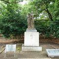 写真:祈りの像