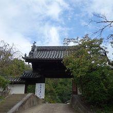 かつては歌舞伎、浄瑠璃そして落語や唱歌の世界に大忙し