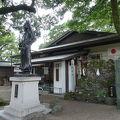 写真:さざれ石 (護王神社)