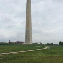 巨大な白い塔