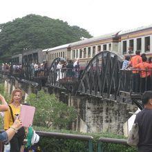 泰緬鉄道で醍醐味体感、クウェー川鉄橋、タム・クラセー桟道橋