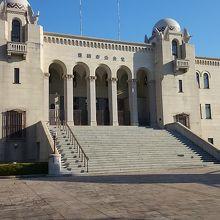 洋風の造りの公会堂