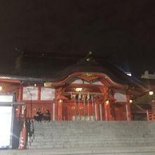 歌舞伎町の端にある神社