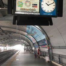 ラーチャプラーロップ駅