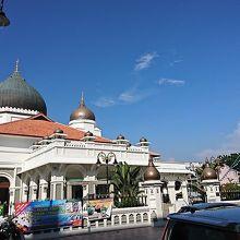 黒い屋根のモスク