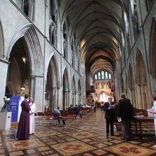 現在の大聖堂の建物は1220年に造...