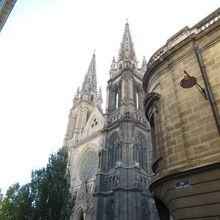 かなり大きな教会です