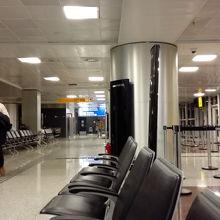 空港乗り継ぎでの充電