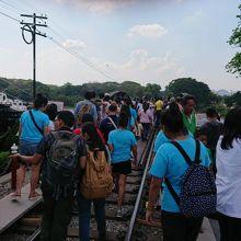 クウェー川鉄橋を再び訪れました。すっかり観光のメインスポットになりました。