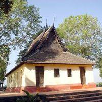 国境の町・クラチエ2: 「木造古寺院」 を訪ねて