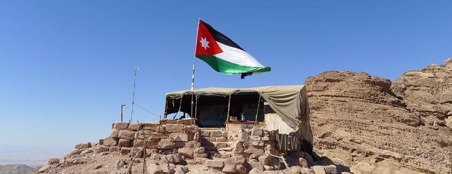 ヨルダンとモーリシャスで遺跡とリゾート...